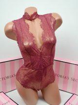 Mercaushee bodi Victoria's Secret s chokerom chainaia roza
