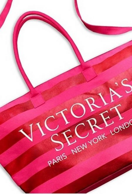 Dorozhnaia sumka Victoria's Secret malinovaia polosataia