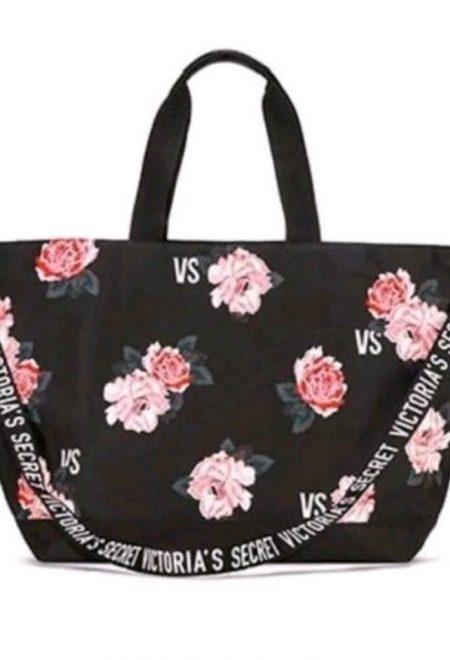 Dorozhnaia sumka Victoria's Secret chernaia s cvetami