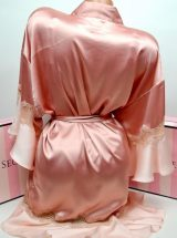 Satinovij halat kimono s kruzhevom rozovij2