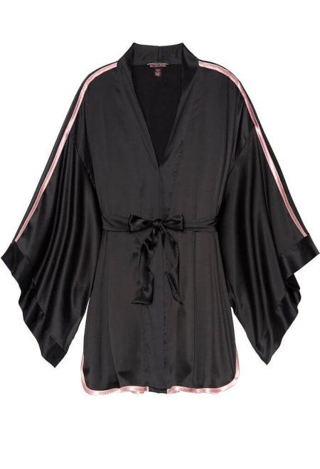 Satinovoe kimono chernoe